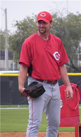 Kent Mercker, in Cincinnati Reds uniform, preparing to throw a pitch