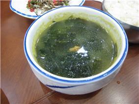 Seaweed/sea urchin soup