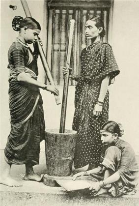 Ethnographic photograph (1916) of Kurmi women pounding rice