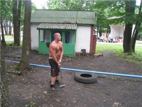 Emelianenko training with a hammer in 2009
