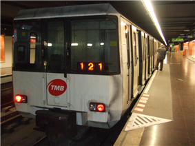 4000 series train at Hospital de Bellvitge station