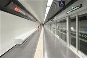 The split platform at Santa Rosa station