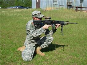 LSAT LMG used by an US Army soldier.jpg