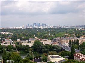 Le Pecq seen from the Château de Saint-Germain-en-Laye, with La Défense in the distance