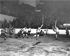 Toronto Maple Leafs player scoring goal against Detroit Red Wings, 1942 Stanley Cup Playoffs