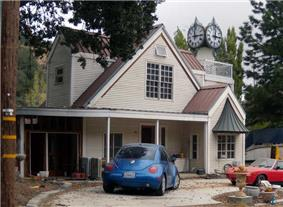 A distinctive residential house in Lebec