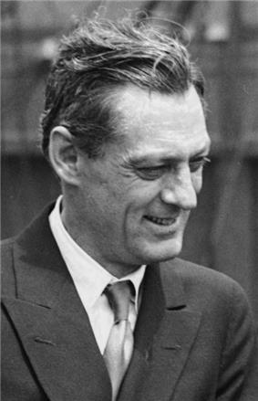 Black and white photo of Lionel Barrymore.