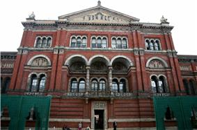 London-Victoria and Albert Museum-Building-01.jpg
