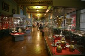 London-Victoria and Albert Museum-Silver exhibition room-01.jpg