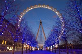 Large Ferris wheel at twilight