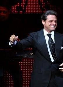 Luis Miguel, performing.