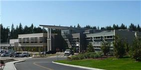 Lynnwood High School as seen from the entry