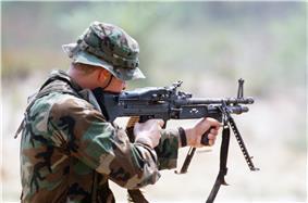 M60 machine gun DN-ST-88-00621.jpg