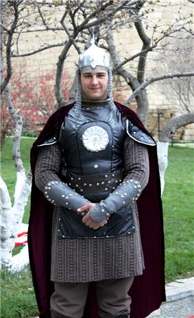 Man in ancient Azerbaijani military uniform, Baku, Azerbaijan - 20100319.jpg