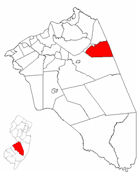New Hanover Township highlighted in Burlington County. Inset map: Burlington County highlighted in the State of New Jersey.