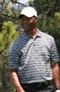 A picture of Marcus Allen golfing.