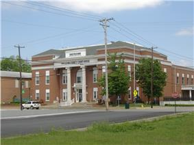 McLean County Courthouse in Calhoun