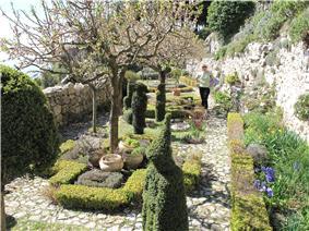 Medieval garden of Sainte-Agnes.jpg