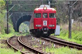 Hiromi Line train near Aigi Tunnel between Zenjino and Nishi Kani stations
