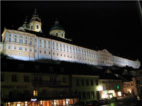 Stiftsgymnasium Melk at night