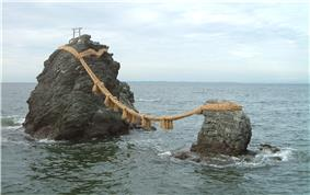 Meotoiwa wedded rocks.jpg