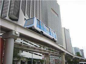 Metromover on Biscayne Boulevard