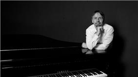 Michael Edward Edgerton, 2013.jpg