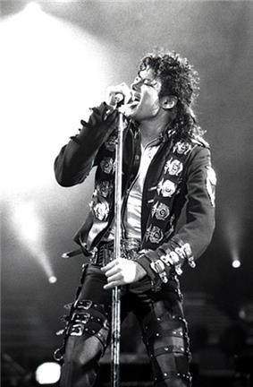 Michael Jackson in 1988.jpg