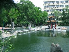 明湖与第八教学楼
