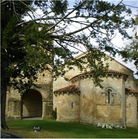 Monasterio de San Pedro de Villanueva - Iglesia02.jpg