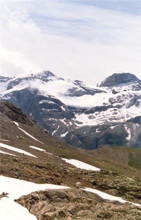 Monte Perdido (left) and Cilindro de Marboré (right)