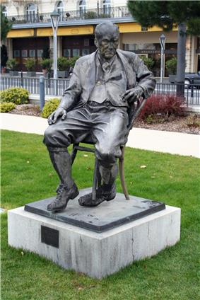 Monument to Nabokov at Montreux.