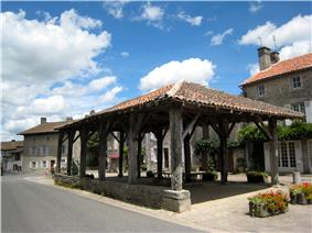 The marketplace in Mortemart