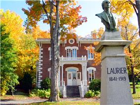 Wilfrid Laurier House with a bust of Laurier in front