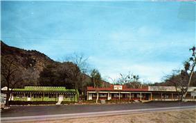 Rustic storefronts in Oak Glen, California