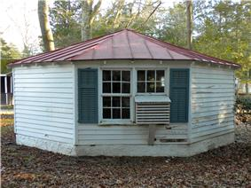 Octagonal Poultry House