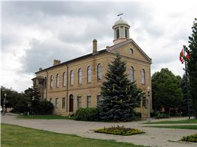 Exterior view of the Old Woodstock Town Hall