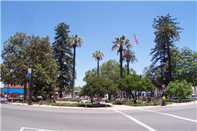 Orange Plaza (2005)