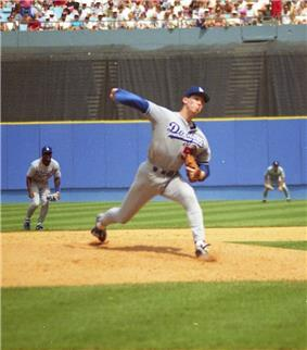 Orel Hershiser, with the Los Angeles Dodgers, in the middle of his pitching delivery