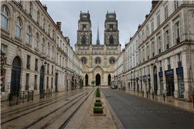 Jeanne d'Arc street and the Saint-Croix Cathedral