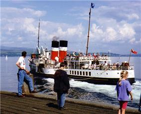 PS Waverley leaving Dunoon 1989.jpg