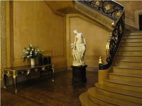 Palacio San Martin nude sculpture.jpg
