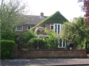 Larkin lived in a comfortable residential area in Hull at 105 Newland Park in a detached house of red brick construction. Doors on the first floor at the front of the house open onto a small balcony. As seen in 2008 part of the walls at the front of the house are covered with a green climbing plant, but a round commemorative plaque is visible