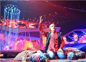 Alim Gasimov while performing mugham