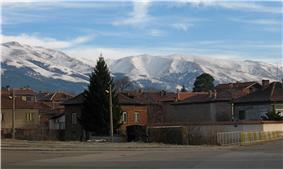 Pirdop below Stara Planina.jpg