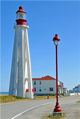 Pointe-au-Père Lighthouse, accessory building and streetlight