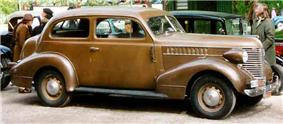 Pontiac De Luxe 2-Door Sedan 1938.jpg