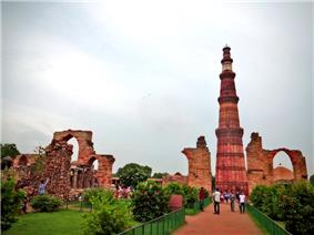 Qutb Minar grounds.jpg