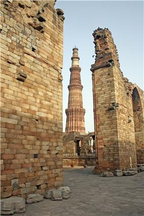 Qutub Minar and surrounding ruins