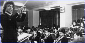 Ali Rahbari conducting Jeunesse Musicale de Téhéran, 1974